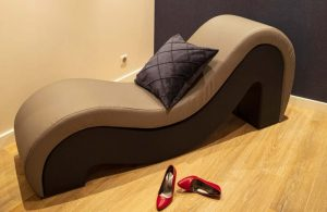 Fauteuil Tantra Love Room Hotel Calinsia